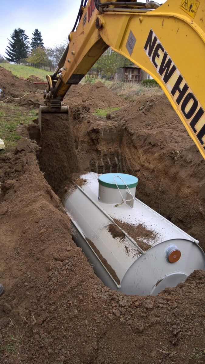 Uložení a zasypání retenční nádrže na vodu