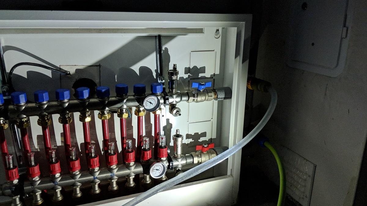 Napouštění ochranné kapaliny do podlahového topení