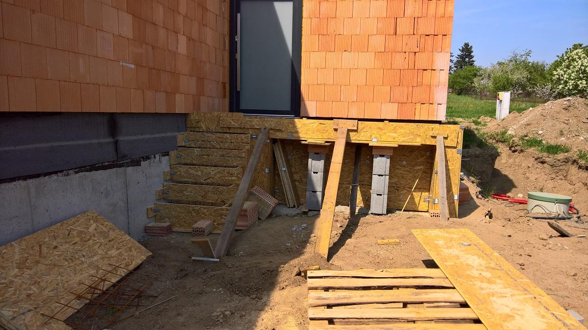 Stavba vchodu do domu svépomocí
