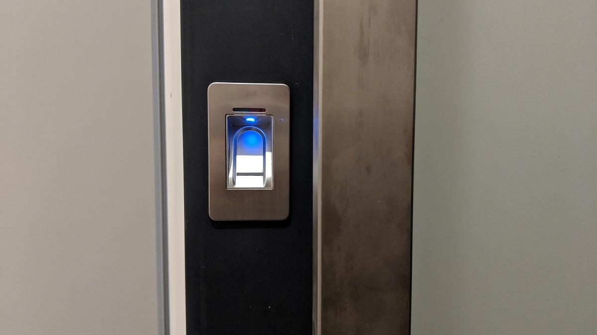 Zapojení a konfigurace elektronického zámku dveří