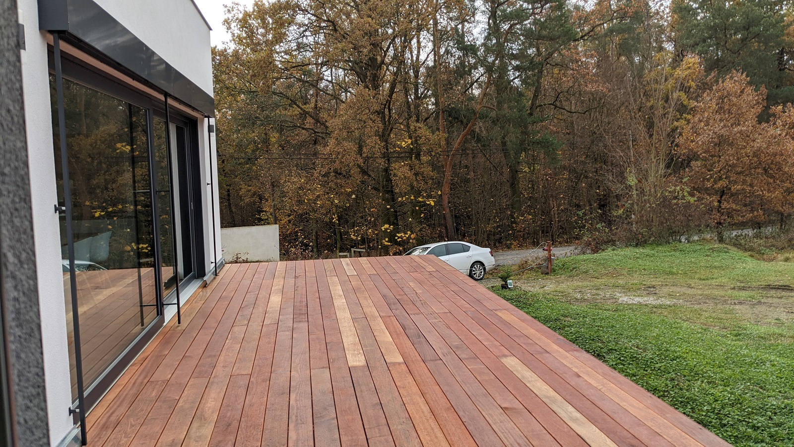 Suchá terasa z dřeva Merbau před natřením