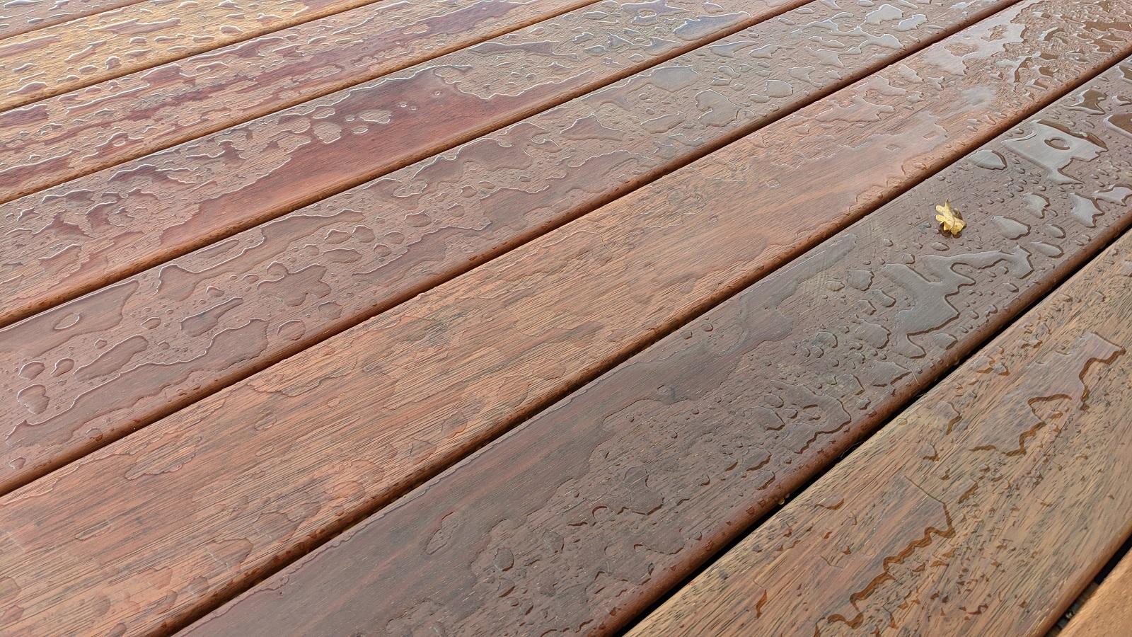 Mokrá terasa z dřeva Merbau po natření olejem OSMO