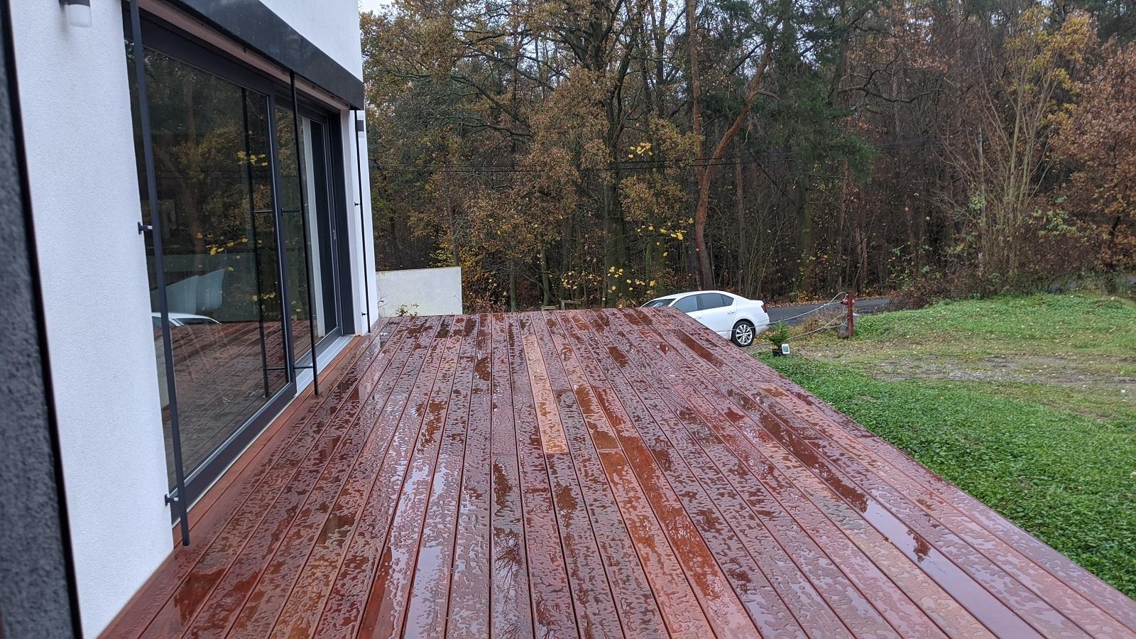 Natřená terasa olejem OSMO po dešti