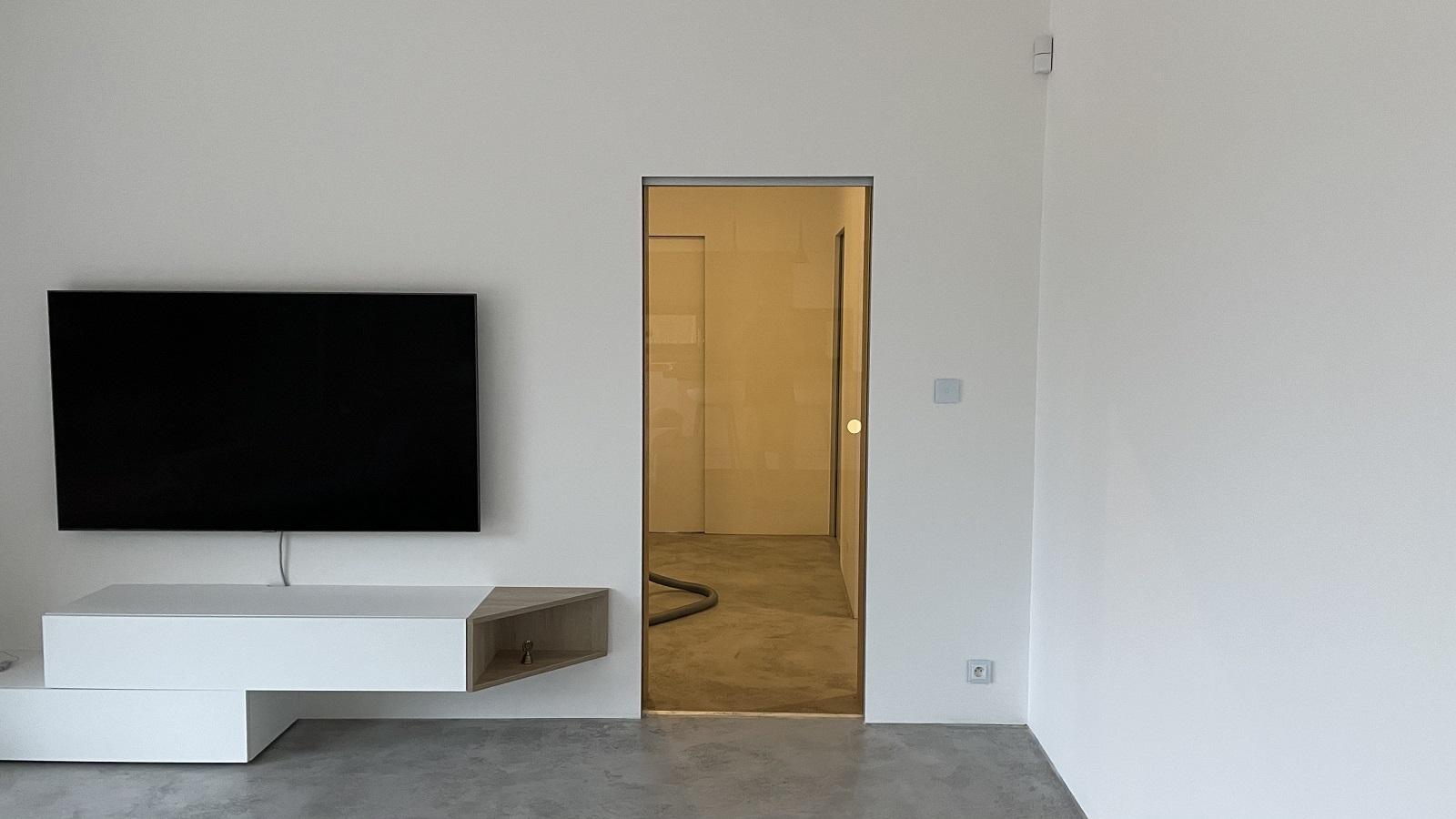 Skleněné posuvné dveře v obývacím pokoji