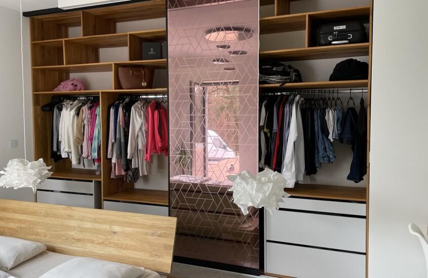 Montáž dveří šatní skříně