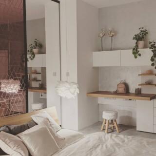 Ještě aspoň jeden pohled na nové posuvné dveře @cannyfabric v kontextu ložnice jsme si nemohli odpustit 😇  #selfiehome #samisobe #stavbaselfici #cannyfabric #zukoplus #woodica #veba #bedroom #luxuryhome #interiordesign #interiors #interiør #interiorstyle #ikea